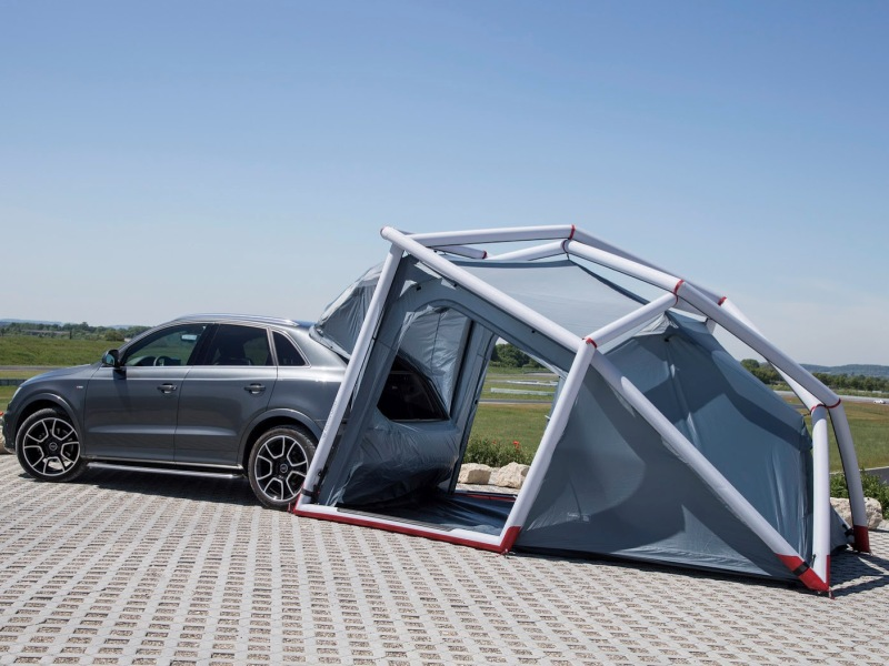 Der Audi Q3 mit dem neu-entwickelten Konzept   ?Q3 Camping-Zelt?.     Verbrauchsangaben Audi Q3:Kraftstoffverbrauch kombiniert in l/100 km: 8,8 - 5,2;CO2-Emission kombiniert in g/km: 206 - 137