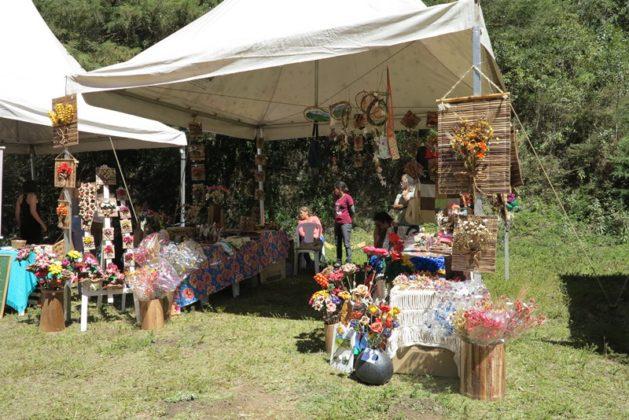 Stand de artesanato local 7c3faa7554734