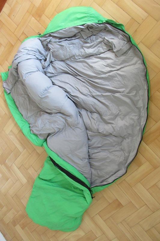 Saco de dormir com o ziper aberto